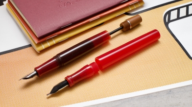 This is a photo from the review of a new eyedropper pen that hits the penchalet recently. Opus 88 is a brand from Taiwan, expertising in making high end fountain pen with traditional style.